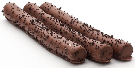 Saltlakritsstänger doppade i mjölkchoklad med strösslat lakritsgranulat- Lakritsfabriken Ramlösa